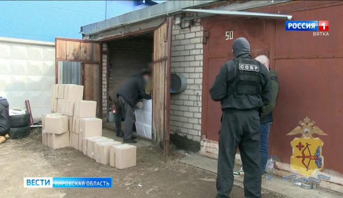 В Кирове в гаражных боксах обнаружили склад контрафактного алкоголя
