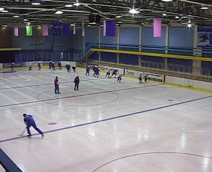 Первые ледовые тренировки хоккейного клуба «Родина»