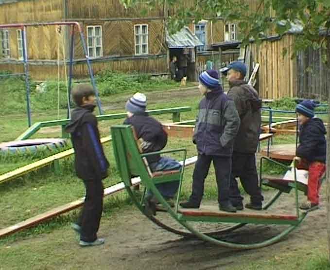 В Торфяном детские площадки есть в каждом дворе