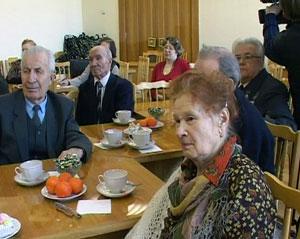В горадминистрации областного центра чествовали почетных ветеранов кировской городской ветеранской организации