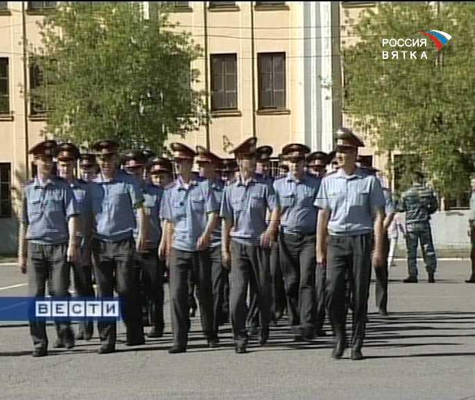 На охрану общественного порядка - торжественным маршем