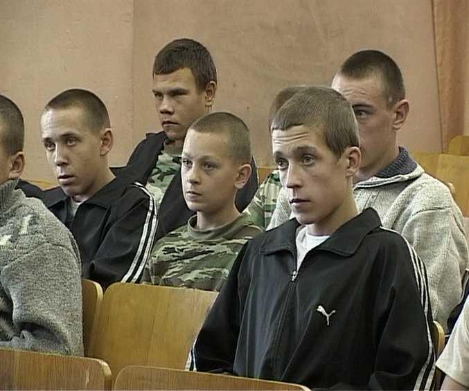Сотрудники ОМОН в орловском спецучилище закрытого типа
