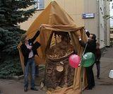 У ЗАГСа Ленинского района приземлился аист