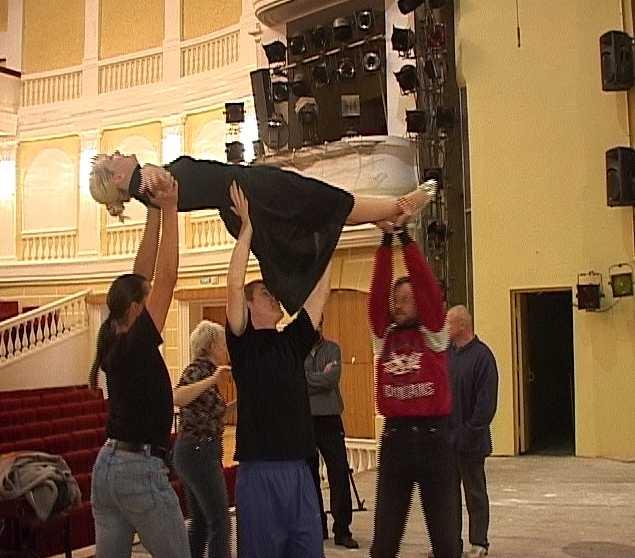 Областной драматический театр готовится к открытию нового сезона