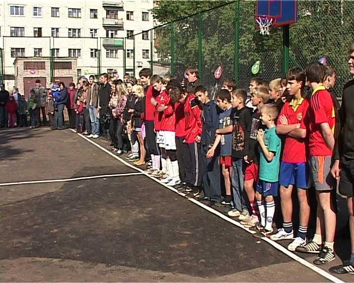 В Кирове появилась еще одна детская спортивная площадка