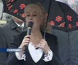 Звонкие голоса первоклашек перекрыли шум дождя