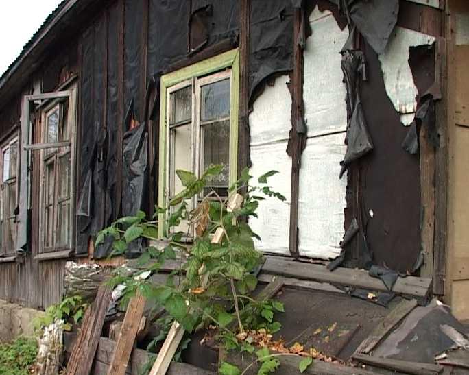 Аварийные дома на улице Молодежной Нововятского района