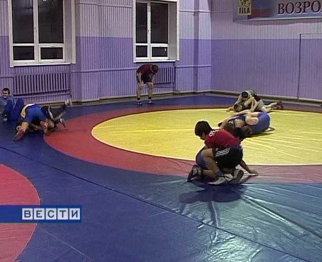 Кировские борцы готовятся  к российскому первенству