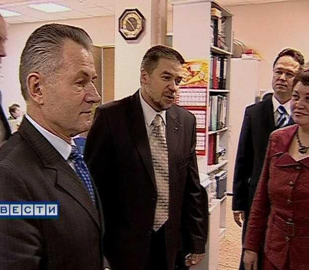Николай Шаклеин посетил кировское отделение Пенсионного фонда