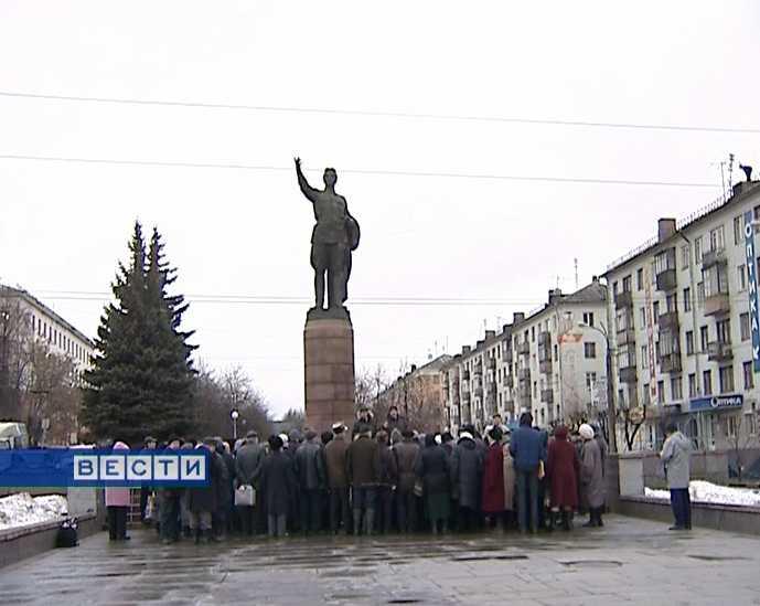 Митинг у памятника Кирова