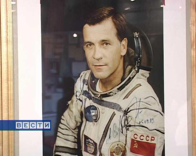 65 лет летчику-космонавту Александру Сереброву