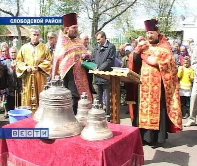 Освящение колоколов в поселке Вахруши