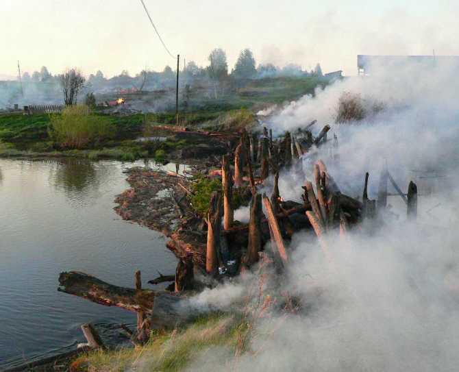 Пожар уничтожил мост