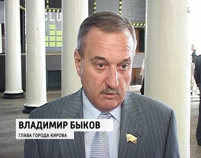 Специалисты из администрации города Кирова и Нововятского территориального.