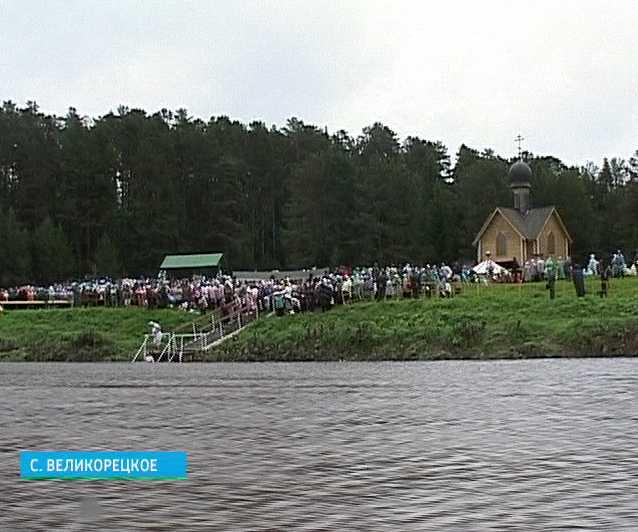 Божественная литургия на берегу реки Великой