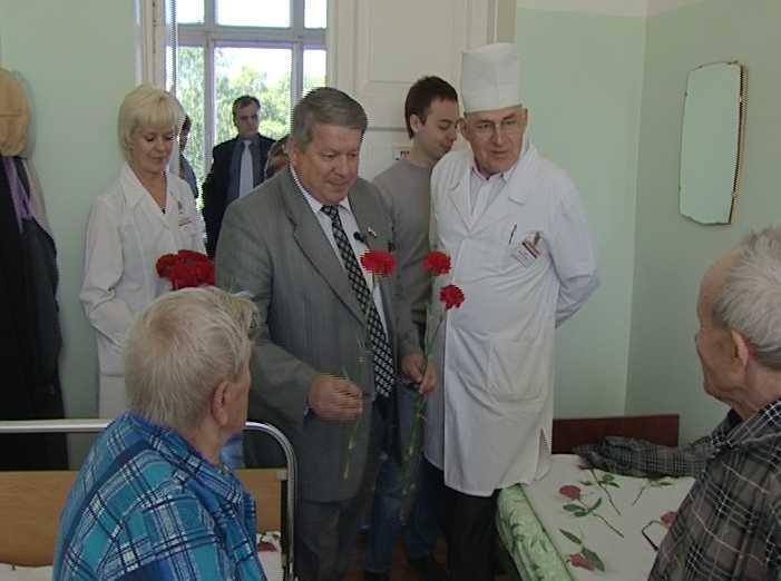 Алексей Ивонин поздравил ветеранов