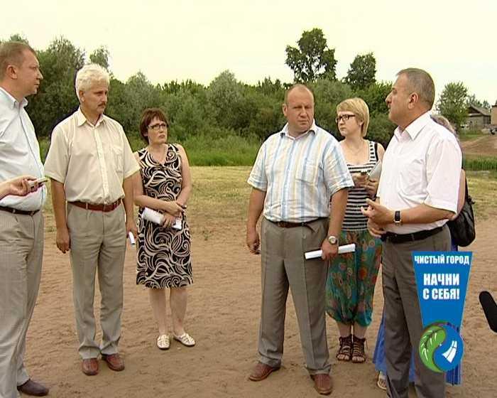 Владимир Быков проверил организацию летнего отдыха на пляже