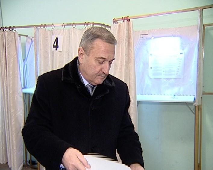 Голосование главы города Кирова - Владимира Быкова