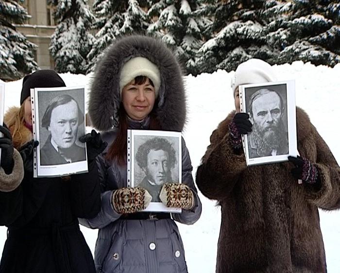 Флеш-моб по писателям-классикам на Театральной площади