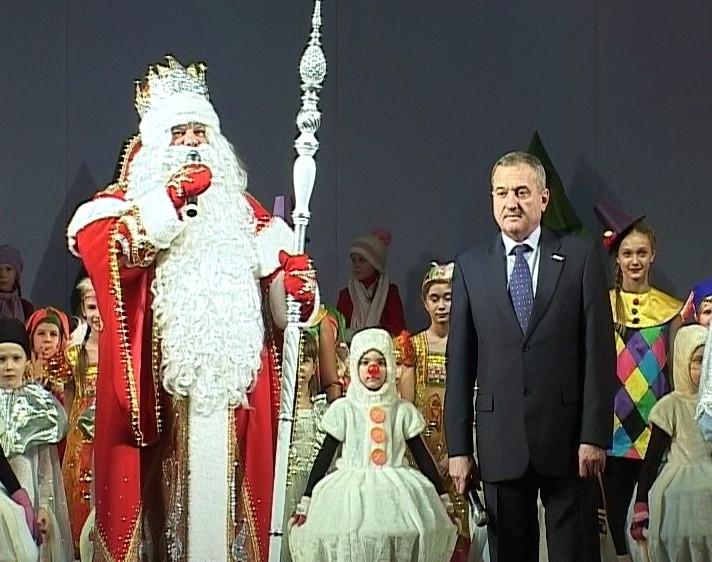 Владимир Быков на елке в Драмтеатре
