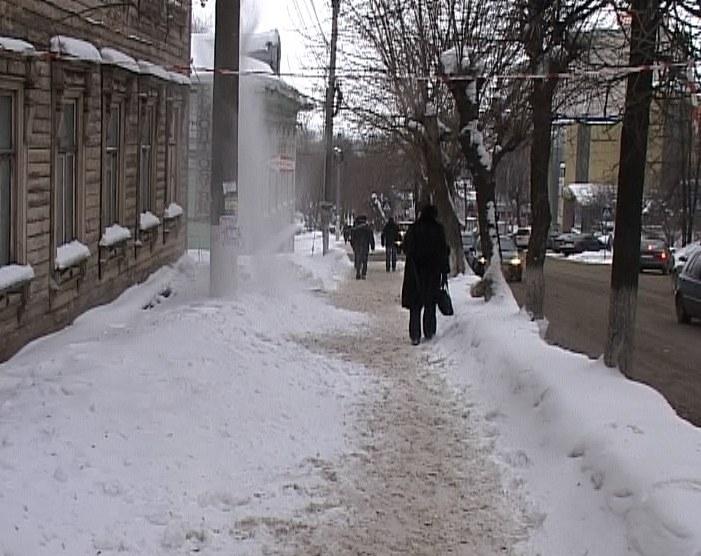Тротуары не чистят от снега