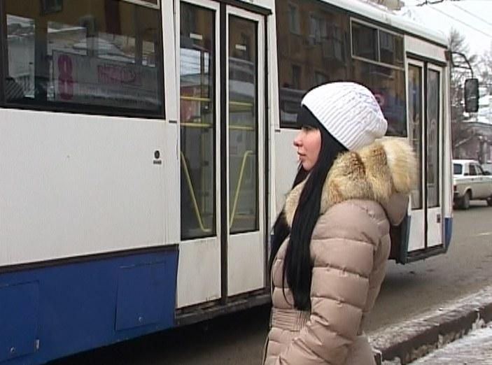 Девочку в троллейбусе ударило током