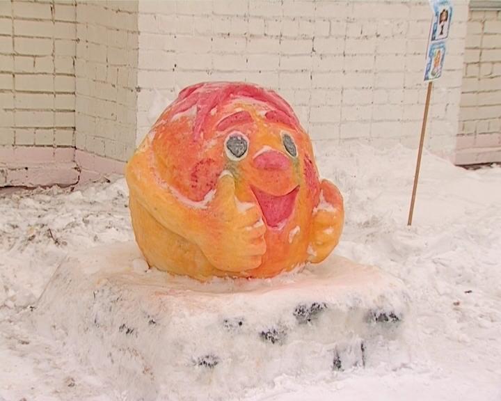 Снежные фигуры в гимназии имени Грина