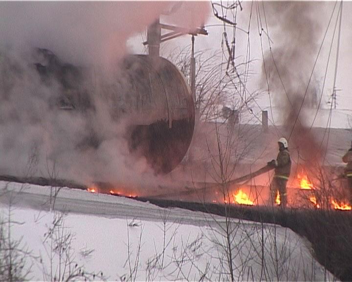 Ликвидация последствий пожара на месте аварии поезда в нововятском районе