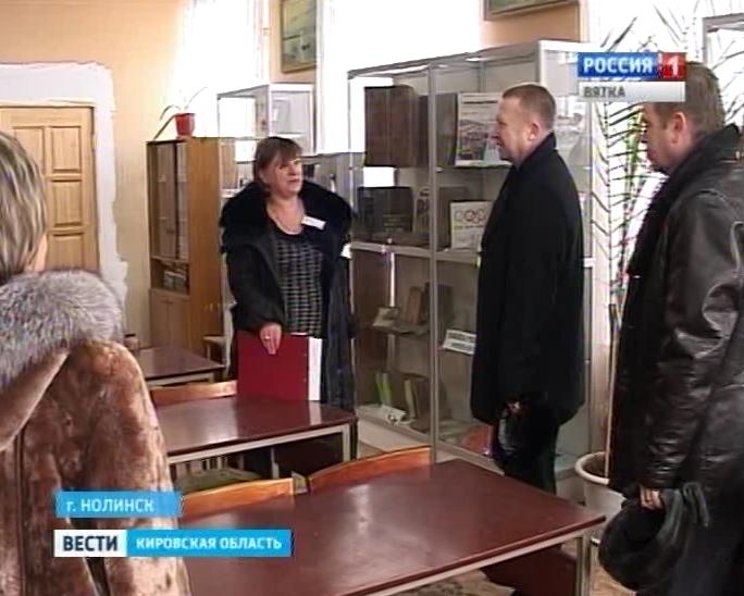 Андрей Чечеватов посетил центральную районную библиотеку Нолинска