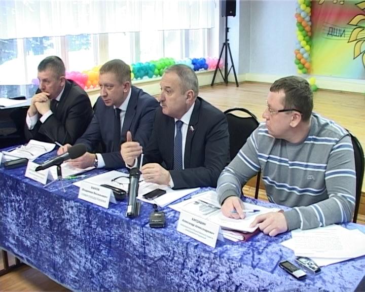 Заседание общественного совета в поселке Радужном с участием главы города Кирова Владимира Быкова