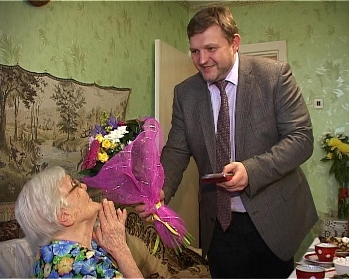 97-летняя блокадница Клавдия Никончук отметила свой день рождения вместе с Никитой Белых