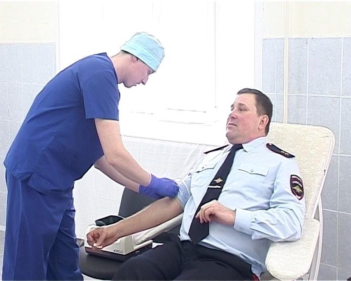 Сергей Солодовников принял участие в акции по сдаче донорской крови