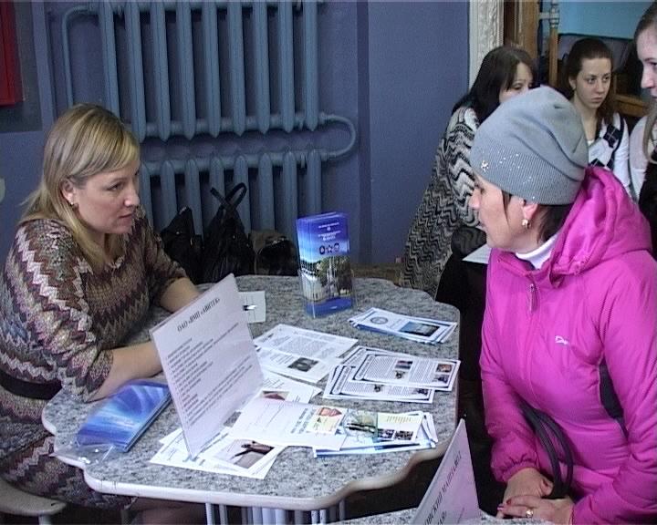 Ярмарка вакансий в ДК «Россия» Нововятского района