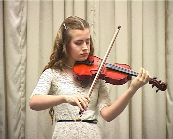 Сольный концерт юной скрипачки Анастасии Акусба в детской филармонии Кирова
