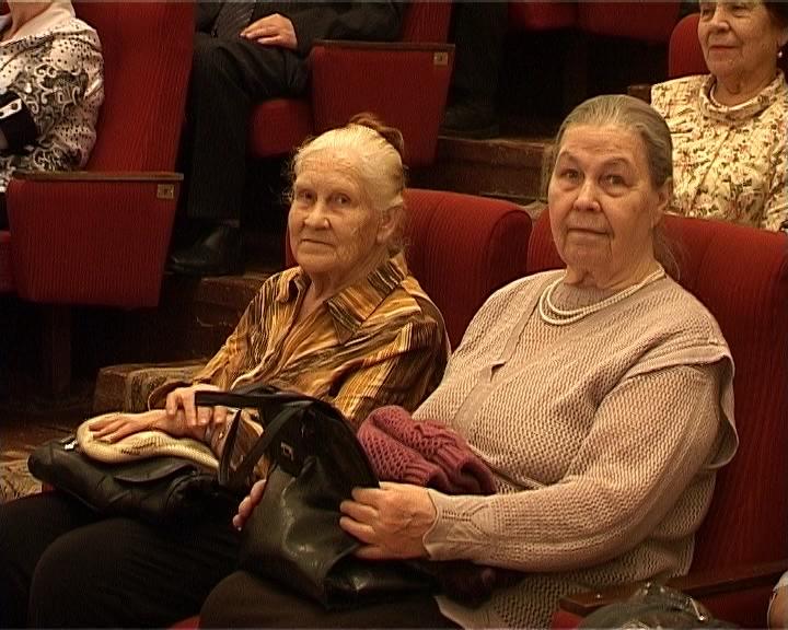 Поздравление женщин с 8 Марта в драмтеатре города Кирова