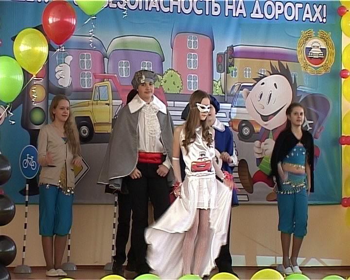 В Кирове на базе школы №59 открылась городская профильная смена юный инспектор движения