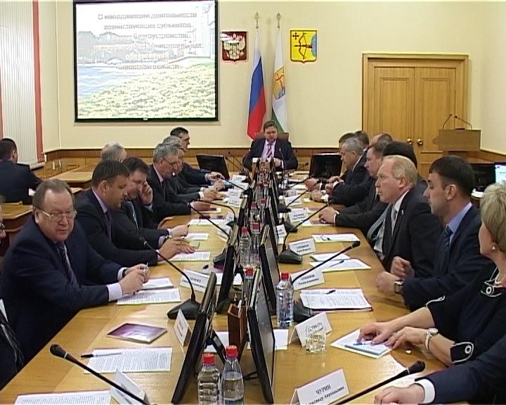 Никита Белых провел совещание с руководителями промышленных предприятий по вопросам благоустройства
