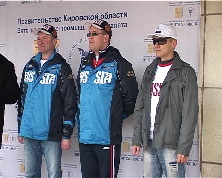 Трое кировчан отправились в кругосветное путешествие за шляпами