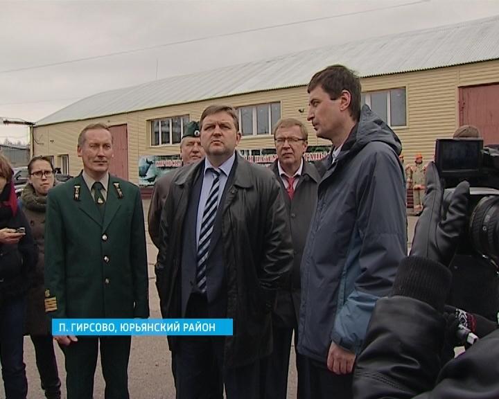 Никита Белых посетил пожарно-химическую станцию в Юрьянском районе и проверил ее боеготовность