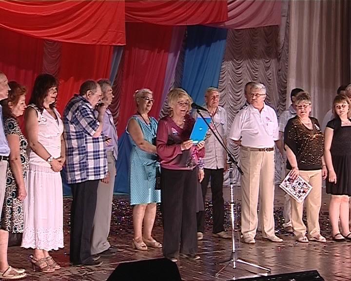 Кировскому театру юных