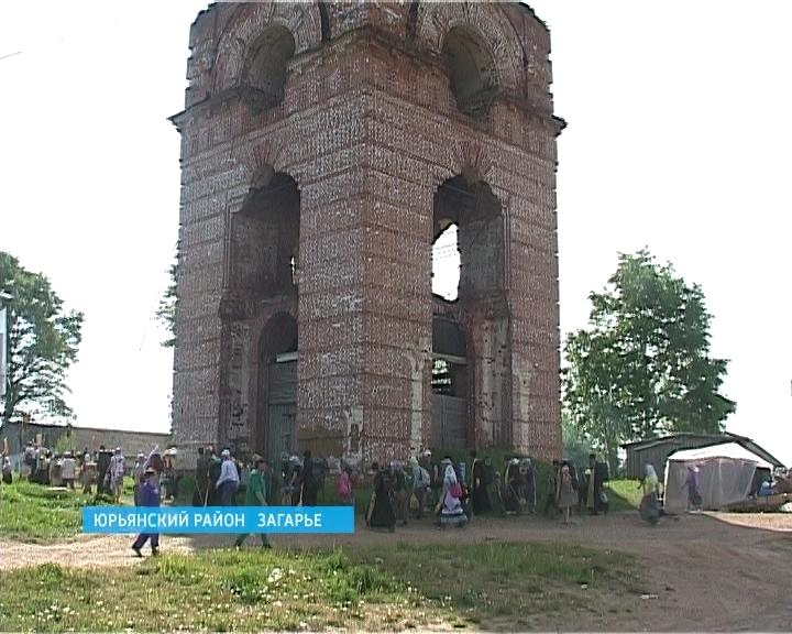 Паломники Великорецкого Крестного хода в селе Загарье Юрьянского района
