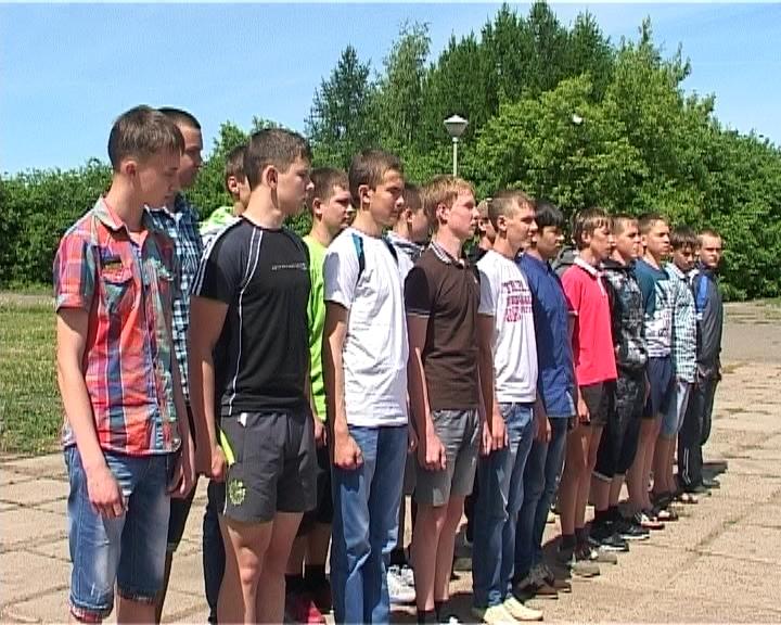 20 кировских школьников отправились в Нижегородскую область в оборонно-спортивный лагерь