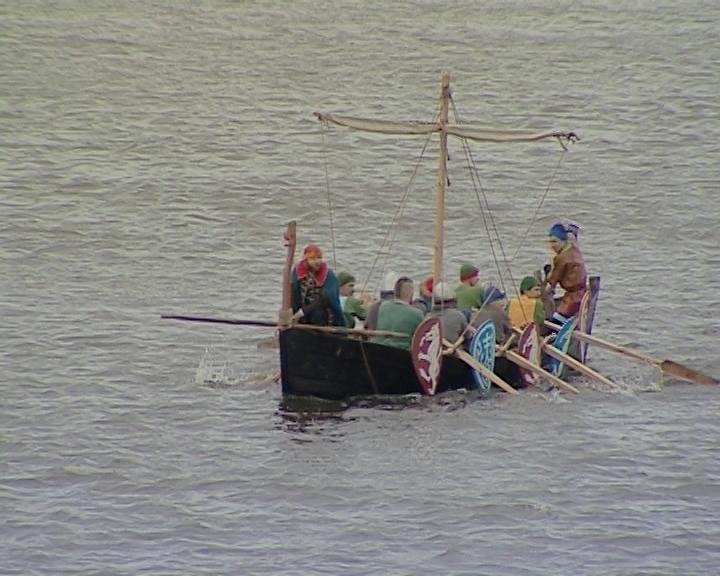 Реконструкция высадки новгородцев-ушкуйников на берег реки Вятки