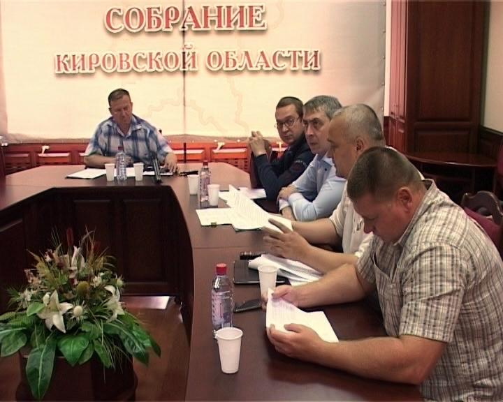 Мнение депутатов Кировской области о продаже в киосках спиртосодержащих жидкостей