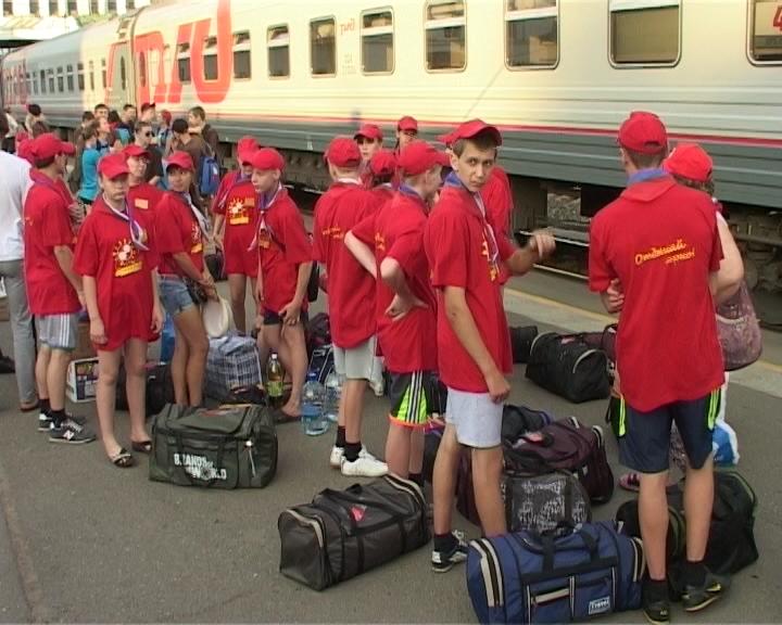 Дети едут на отдых в Крым