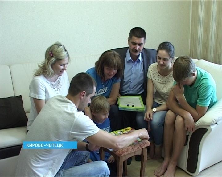 Семья Малых из Кирово-Чепецка награждена медалью ордена «Родительская слава»