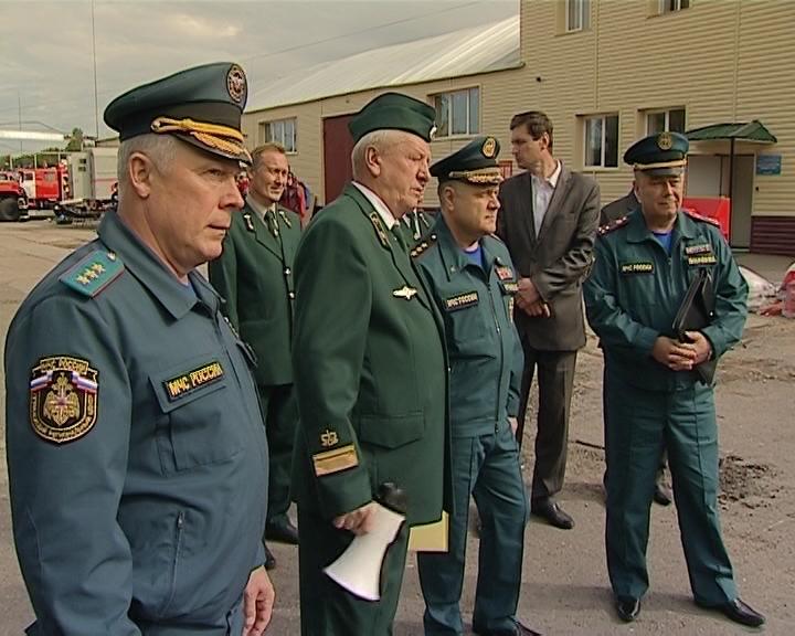Замминистра МЧС Владимир Артамонов в пожарно-химической станции