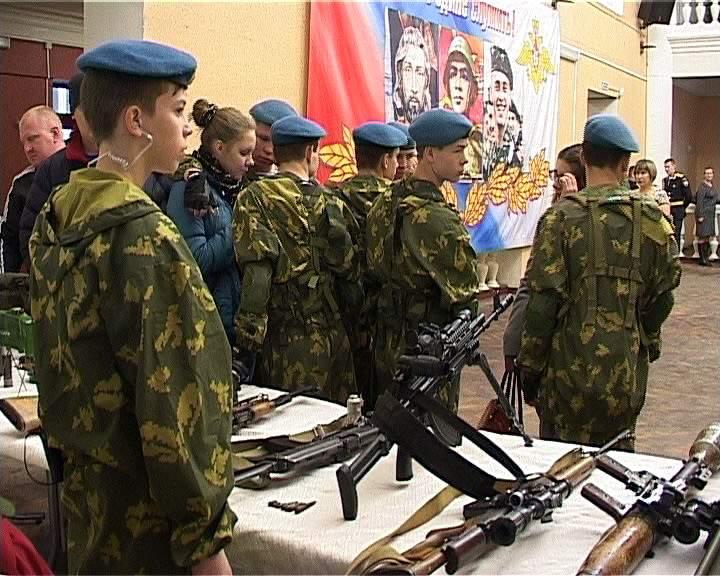 Студентам техникумов, колледжей и профтехучилищ дадут отсрочку от армии.