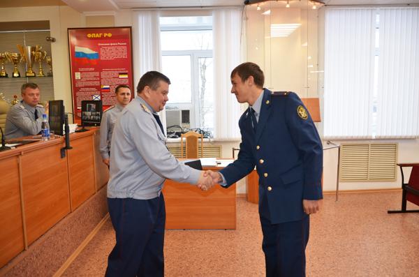 Лыжнику Владиславу Скобелеву вручили награду от руководства ФСИН России.
