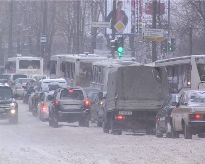 Кировскую область накрыли снегопады.